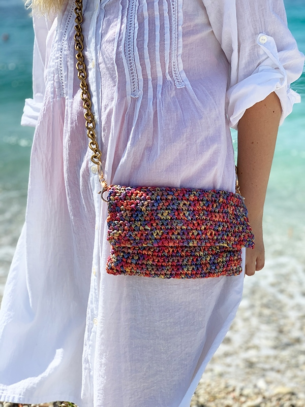simple crochet crossbody bag with a gold chain strap