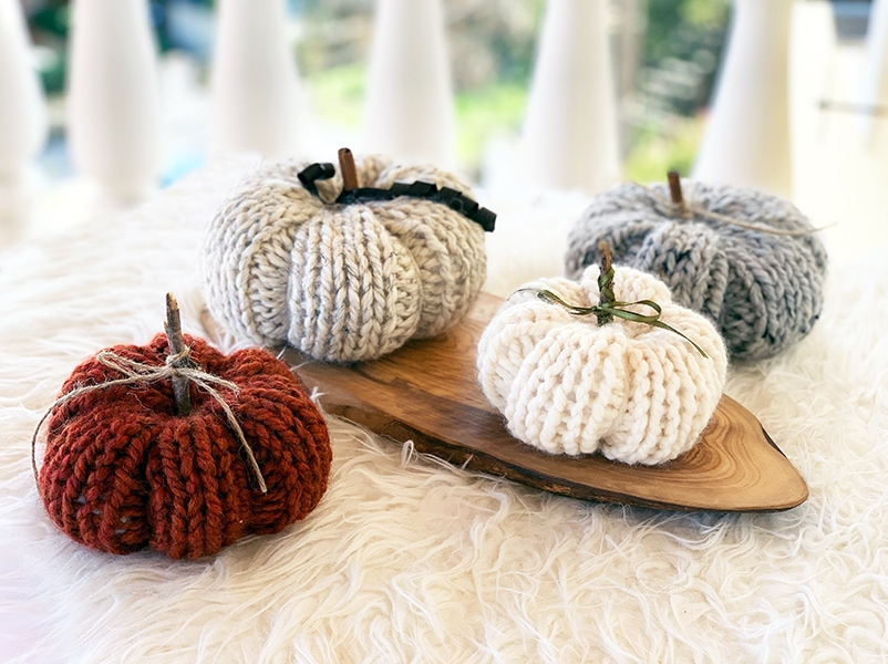 easy knitted pumpkin in three sizes for fall