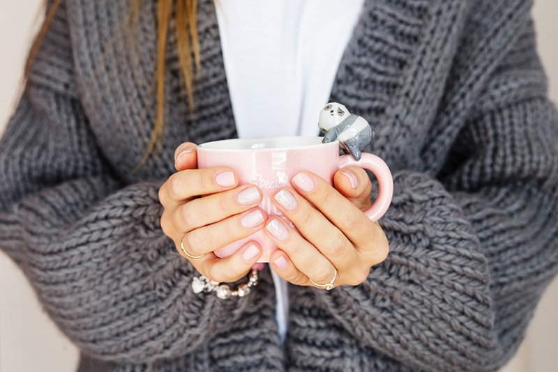 chunky knit fall sweater with coffee cup