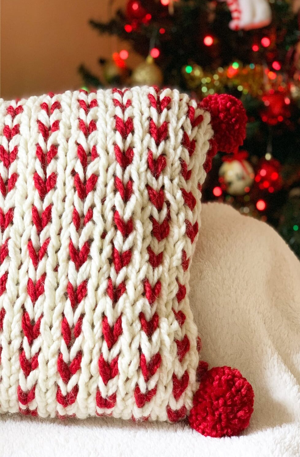 Chunky Knit Pillow Cover {Quick Knit}