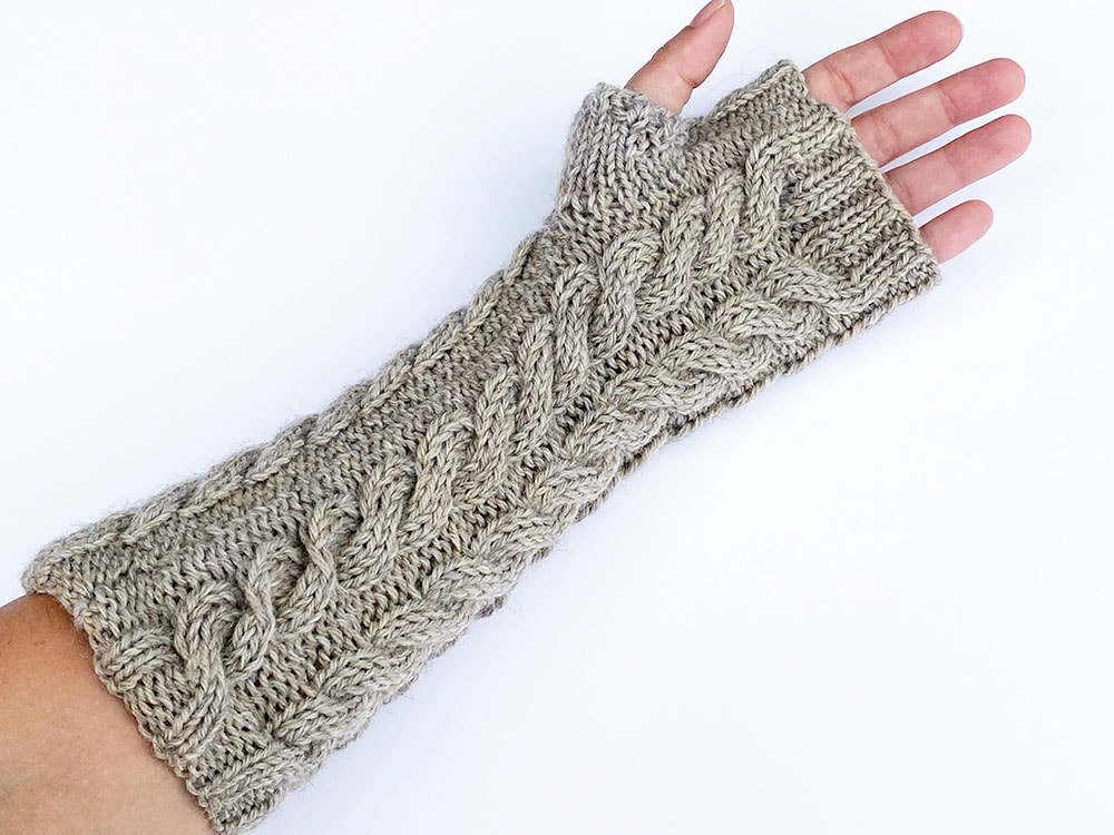 cable-knit-fingerless-mittens-underside
