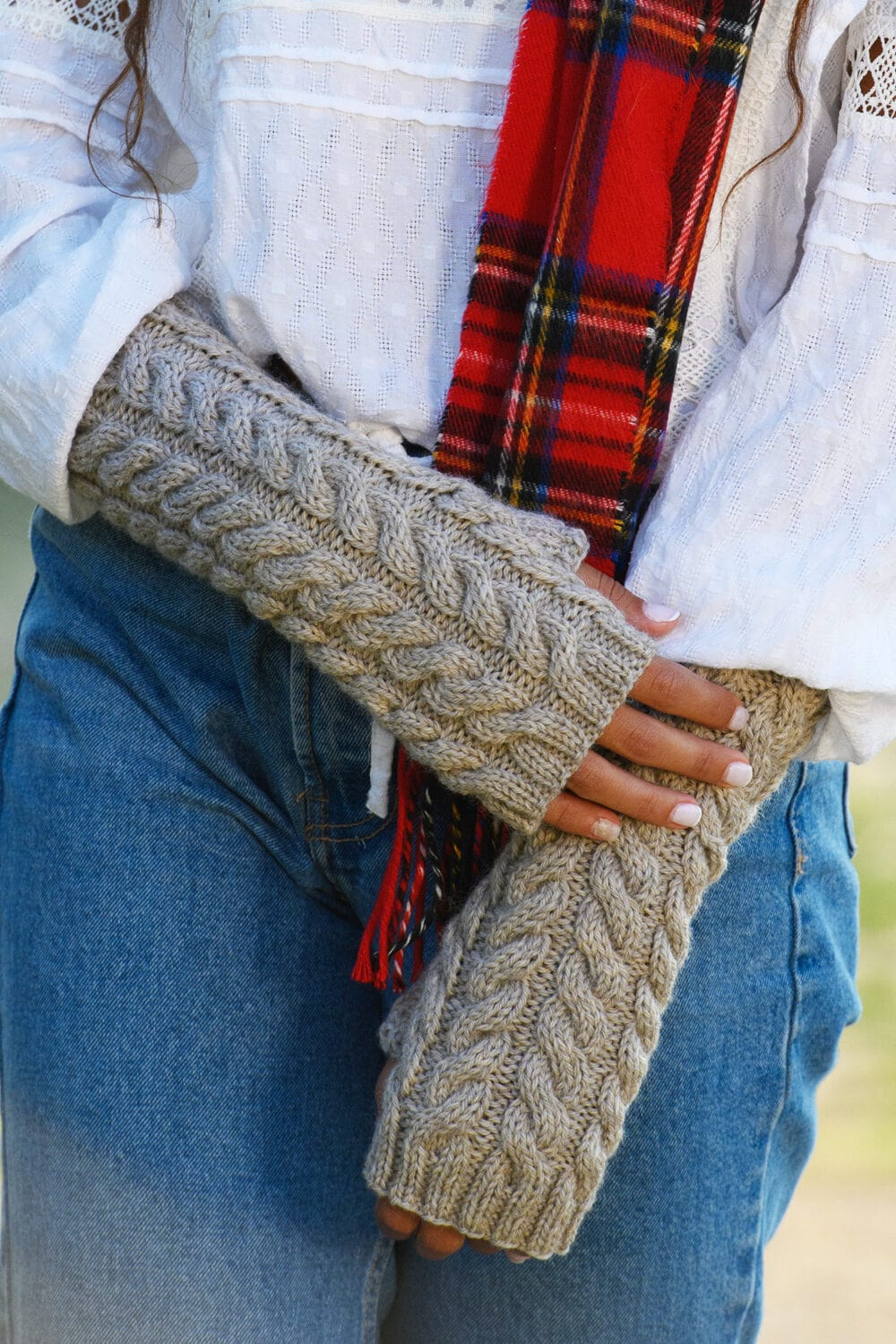 lallybroch-cable-mitts-feat-image