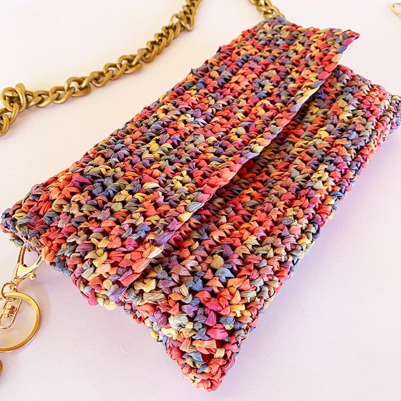 completed raffia crochet bag