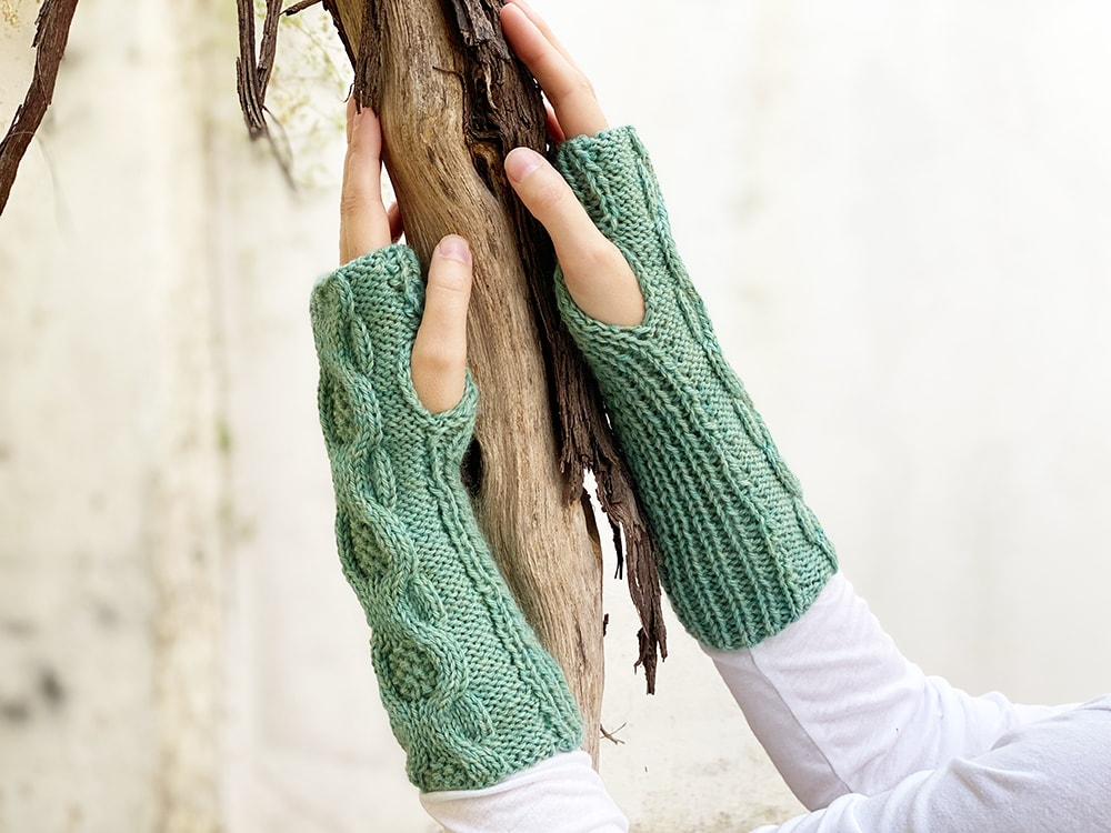 moss stitch cable gloves