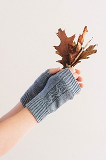 Nalu Mitts pattern by Leila Raven