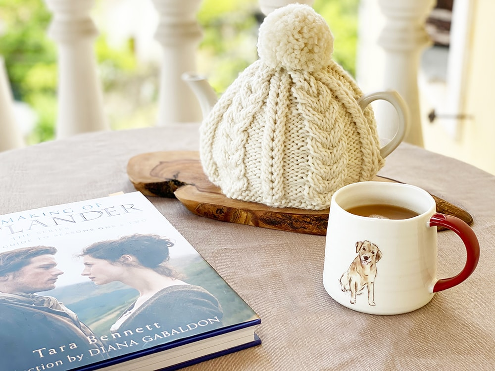 tea cosy with a cable knit design