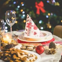 wonderful-christmas-dinner-table-setting-picjumbo-com