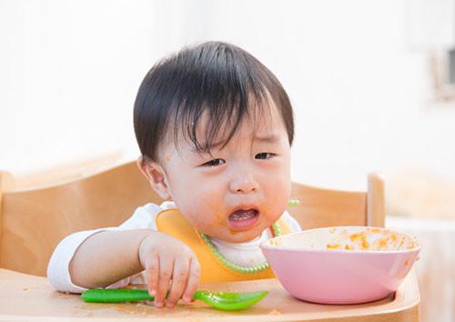 trẻ biếng ăn cần phải làm gì