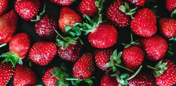 close up photo of strawberries