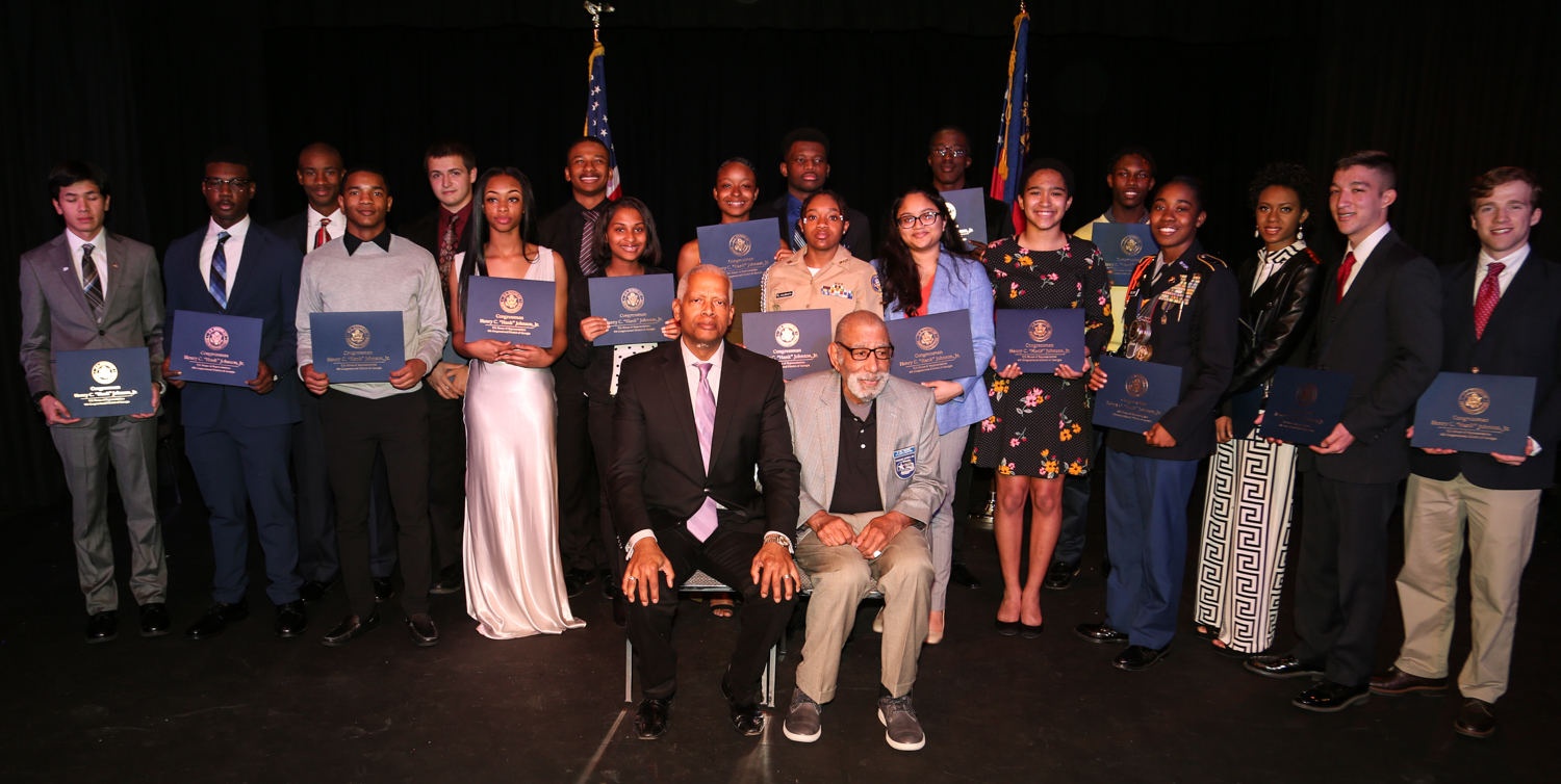 """Congressman Henry """"Hank"""" Johnson and Tuskegee Airmen Val Archer (center) join 2019 U.S. Service Academy nominees for a picture on February 4 at the ART Station in Stone Mountain."""