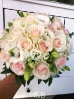 halvány pasztell rózsa körcsokor