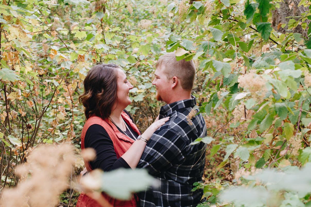 fall leaves, couple, spokane engagement photos