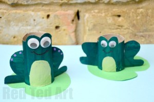 Frog toilet roll craft