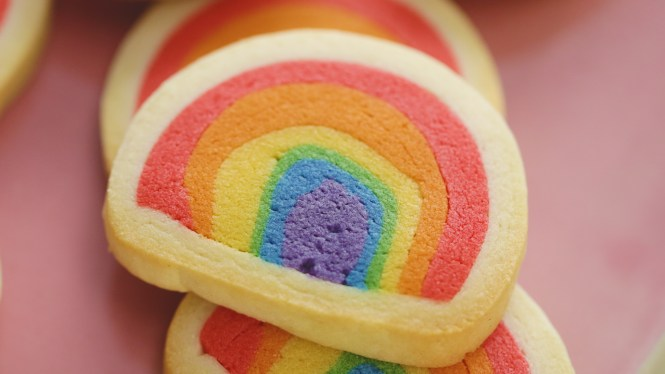Rainbow reveal cookies