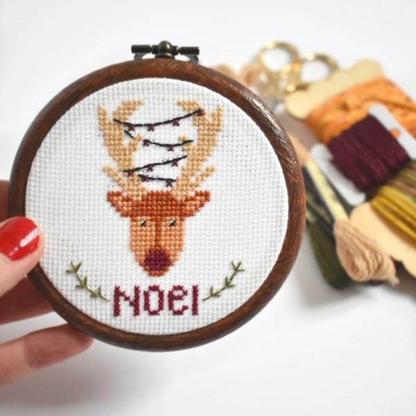 christmas-reindeer-cross-stitch-hoop