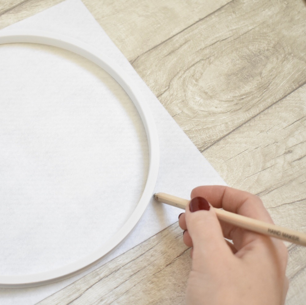 cross-stitch-clock-tutorial-draw-around-felt