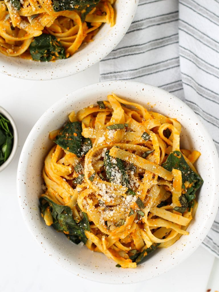 This Healthy Pumpkin Pasta is your new favourite comfort food! Pair this creamy pumpkin sauce with your fave pasta for an easy and healthy fall meal.