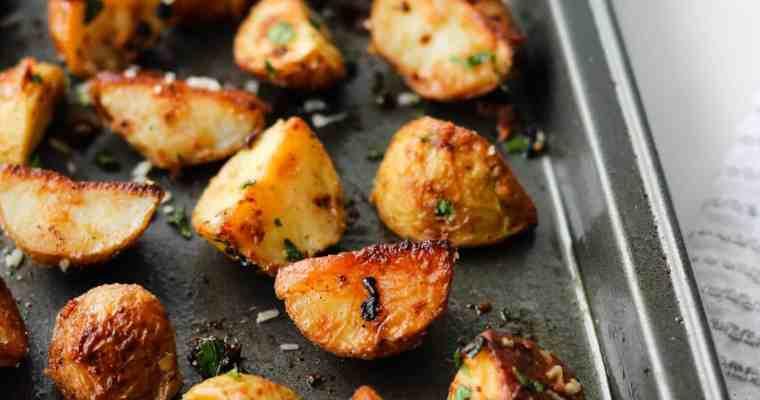 Crispy Garlic Parmesan Roasted Potatoes