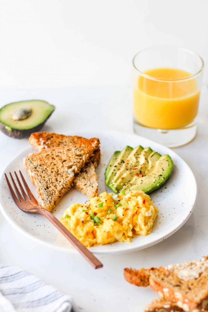 Build a balanced breakfast with fibre-rich carbs, protein, healthy fats and fruit!