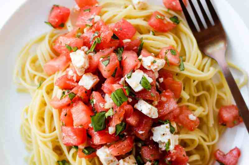 This Tomato Basil Pasta recipe requires only 6 ingredients! It's fresh, healthy and easy to make. Pair it with your favourite grilled protein for a delicious summer meal!