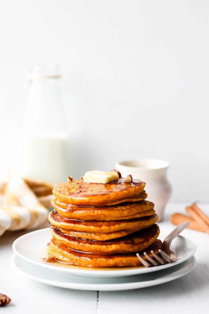 Breakfast just got so much easier with these Oatmeal Pumpkin Pancakes! Just throw all the ingredients in a blender and cook on a pan for delicious and healthy pumpkin pancakes. Perfect for fall - or any time of year!