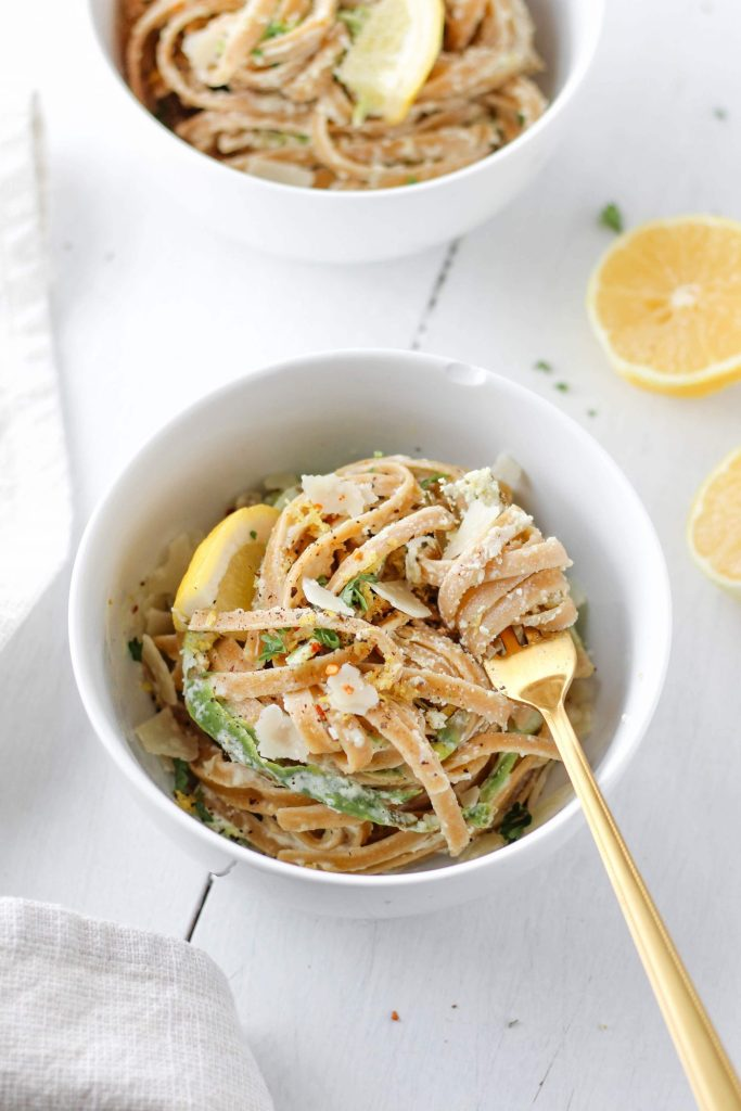 his creamy, fresh-tasting Lemon Ricotta Pasta is an easy recipe to make when you want something quick and nutritious for dinner!