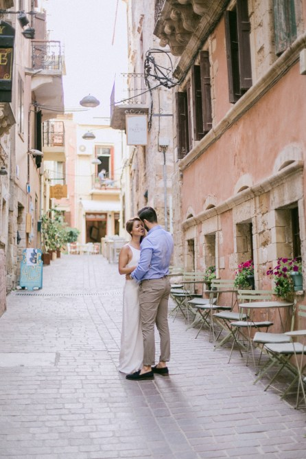 couple photoshoot in old town and port of Chania in Crete