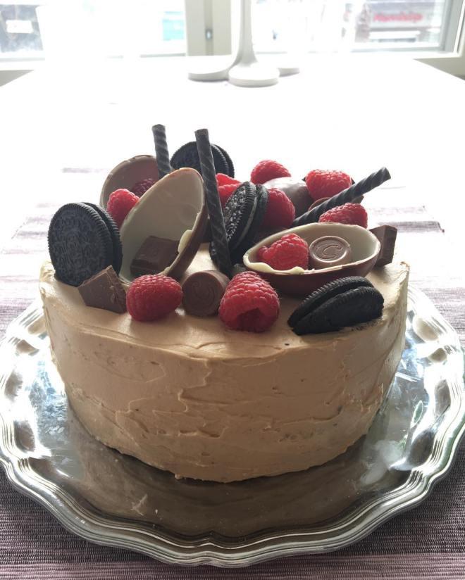 Tårtbeställning med oreofyllning, vaniljkräm och dumlefluff