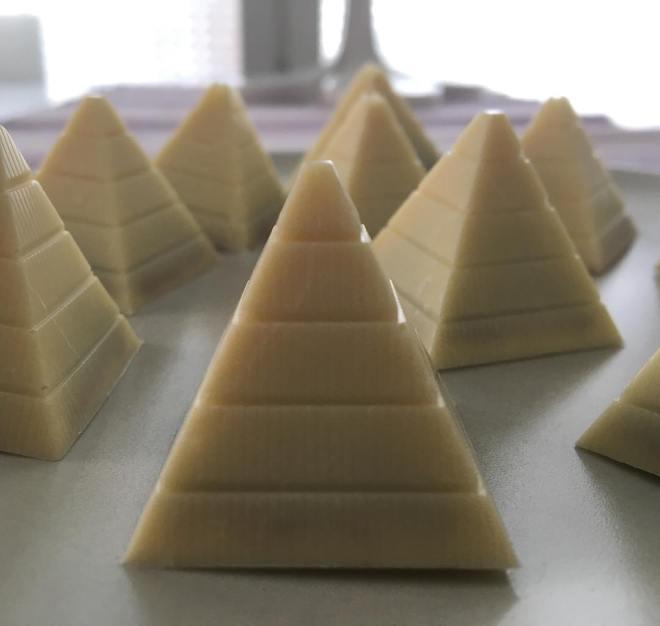 Hemmagjorda praliner med smak av ljus kolakaramell och havssalt