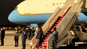 WATCH: Kamala Harris Does Not Salute Members of the Military When Boarding Air Force Two