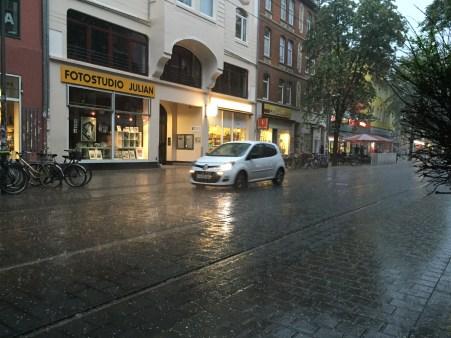 hannovercyclechic limmerstrasse durchfahrende autos