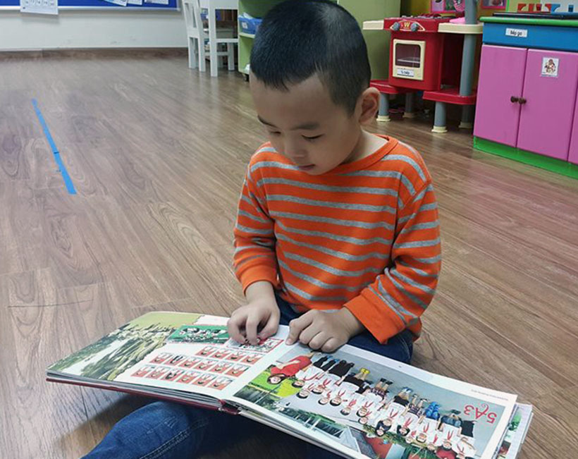 Tao cho tre thoi quen doc sach 7 Helping young children develop good reading habits at an early age