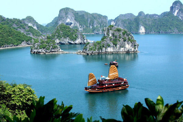 Explore Hanoi Day Tour Halong Bay