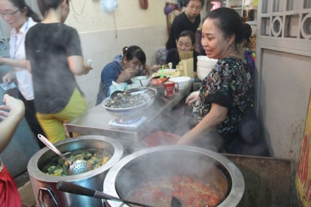 Cheap but delicious cuisine in Hanoi (1)