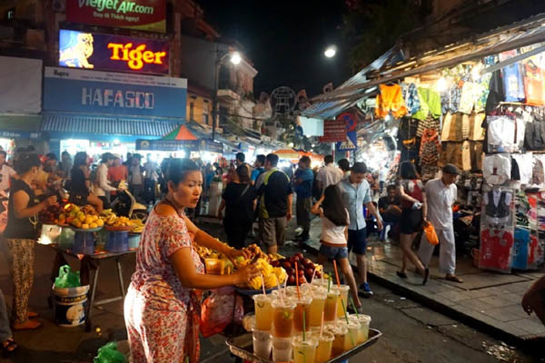 travel hanoi night market