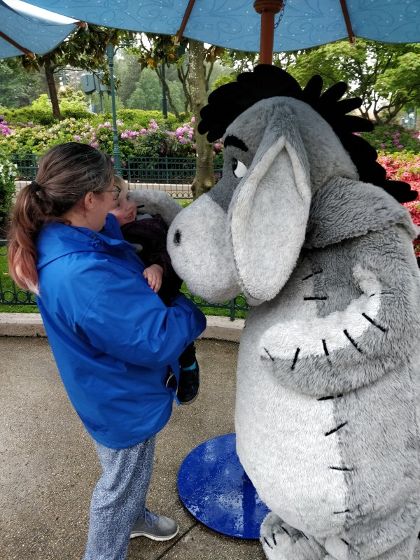 Hannah and Jaxon meet Eeyore at Disneyland Paris