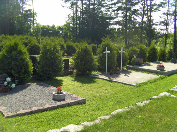 Estonian Cemetery - Newer Section   Hansen-Spear Funeral Home - Quincy, Illinois