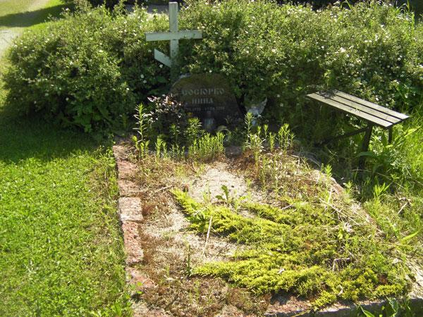 Estonian Cemetery - Overgrown Grave   Hansen-Spear Funeral Home - Quincy, Illinois