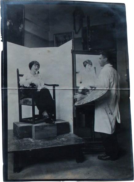 1912, Im Atelier, Giselastr. 12 Beim portraitieren von Madame Dolly