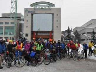 Group picture winter cycling in Ottawa