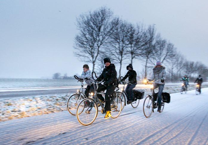 winter cycling – between Franeker and Harlingen – ANP 2