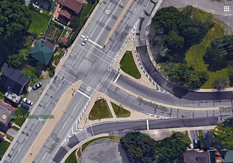 Old situation at Riverdale: oversized intersection with two slip lanes. It is now a normal T-intersection.