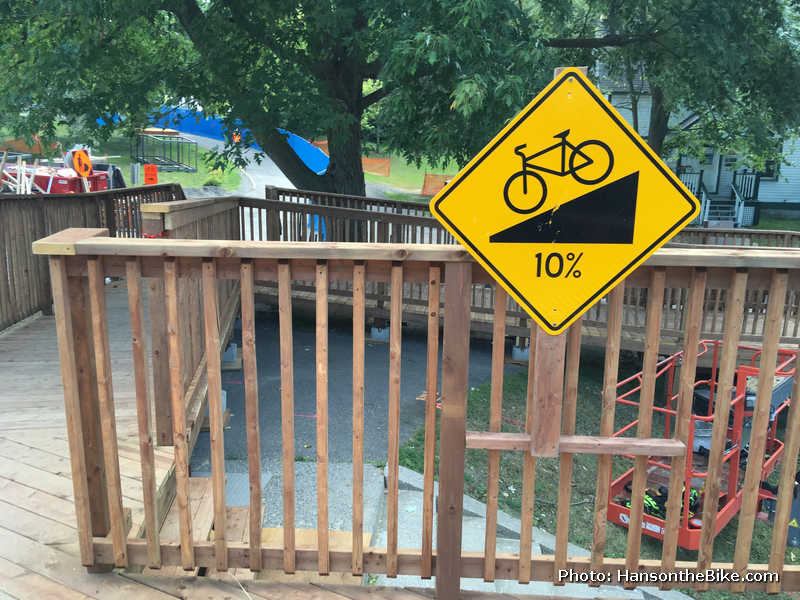 sign showing 10% slope
