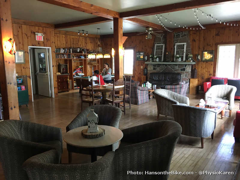 The common room at the inn in Haliburton
