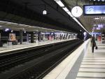 Zürcher Hauptbahnhof HB Verkehr Zug ÖV Pendler Perron
