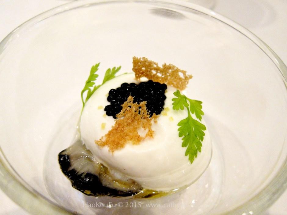 前菜生蠔佐鯡魚子及黑線鱈慕斯(Hutre mousse de haddock et caviar avruga)