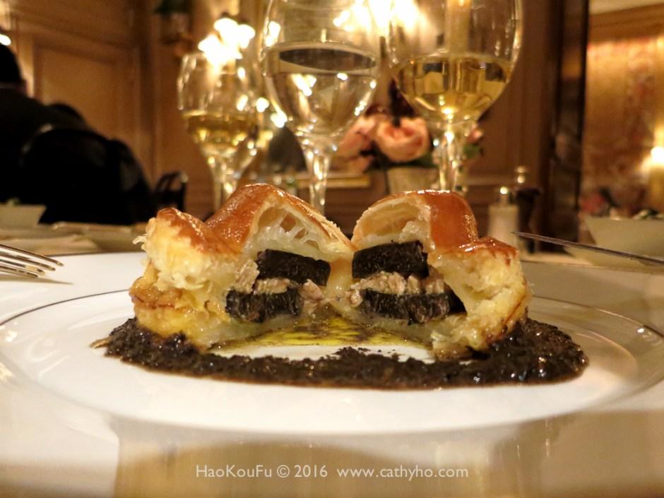 切開的黑松露千層酥 Feuillete de truffe fraîche «Bel Humeur»