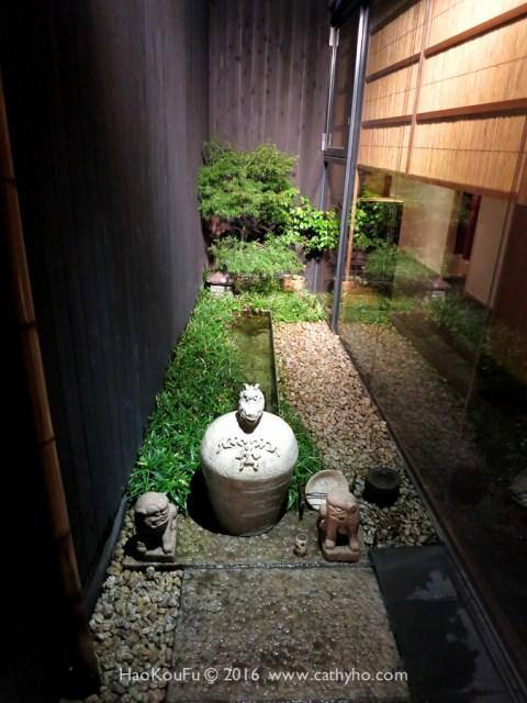 神楽阪石かわ的入口