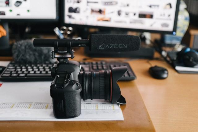 AZDEN Richtmikrofon auf Canon DSLR
