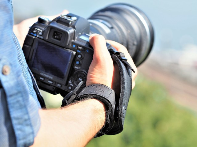 Mit der SLING-3 präsentiert EDDYCAM die dritte Entwicklung seiner Handschlaufen-Serie